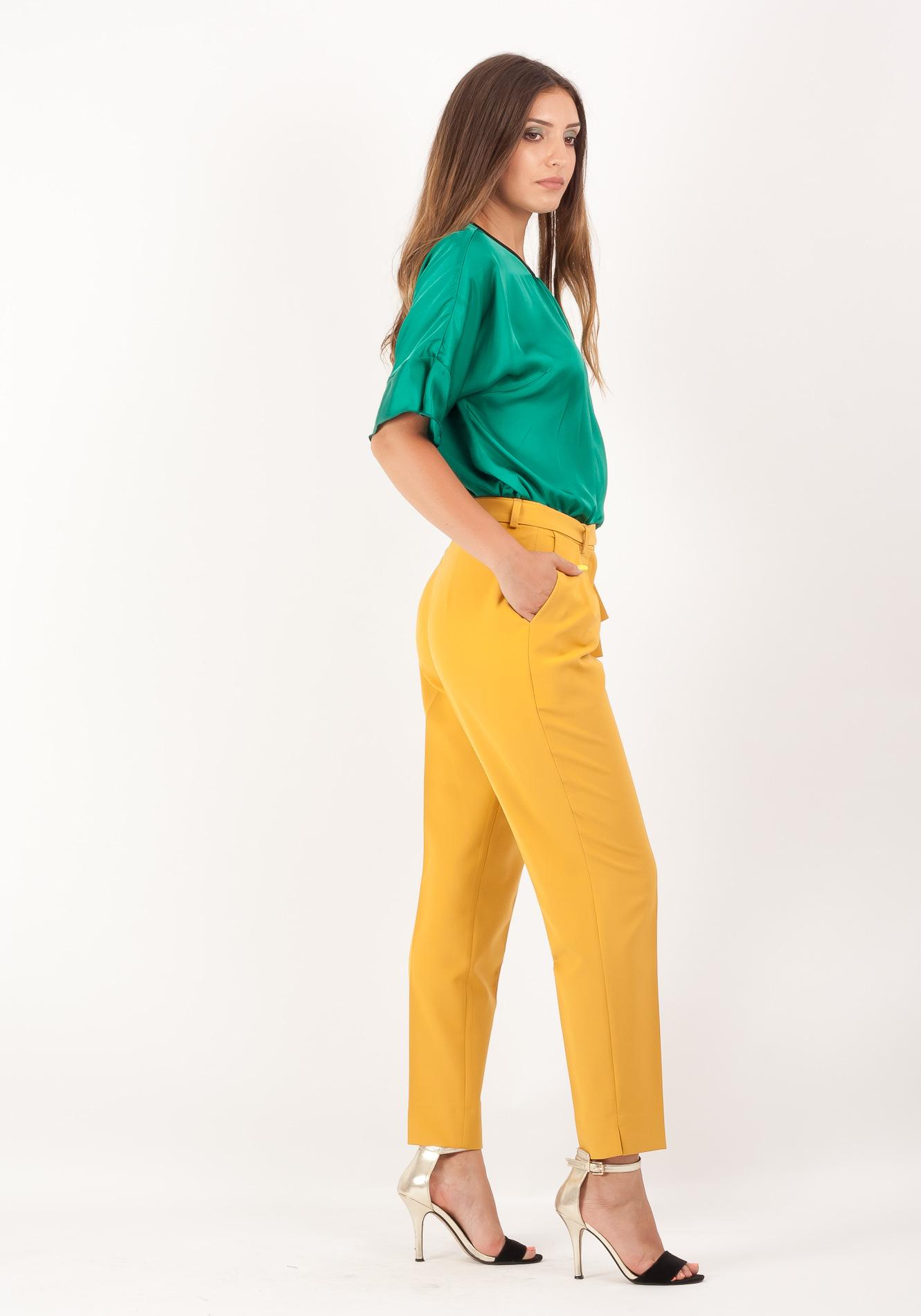 Pantalon cu dunga galben